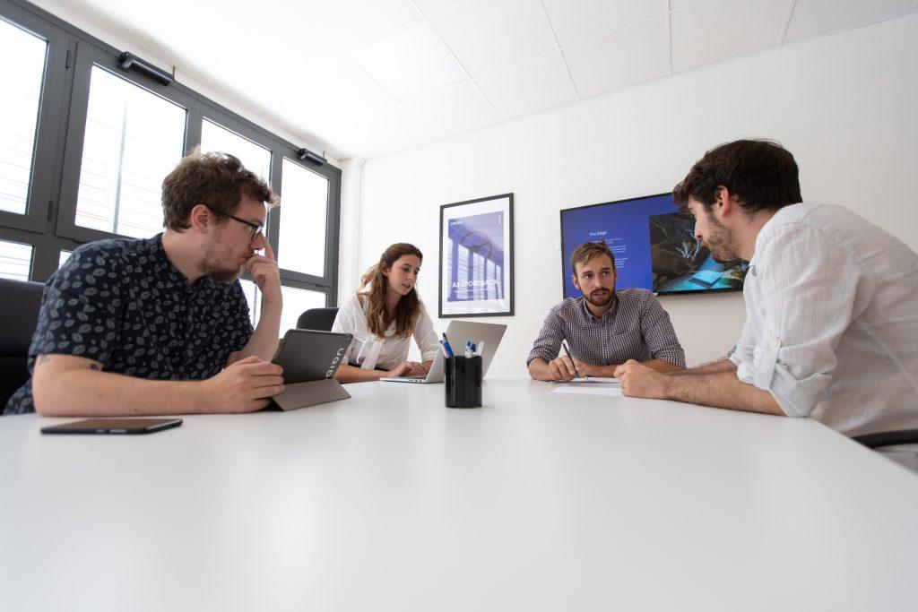 Team al lavoro per sviluppare idee